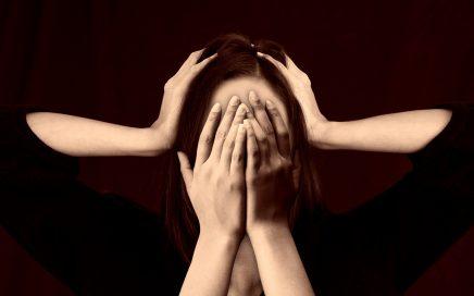 devojka pod stresom