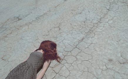 Devojka u pustinji
