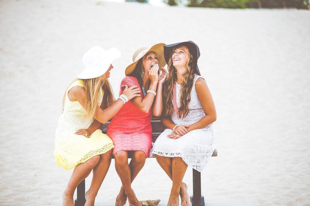 Devojke sa sesirima